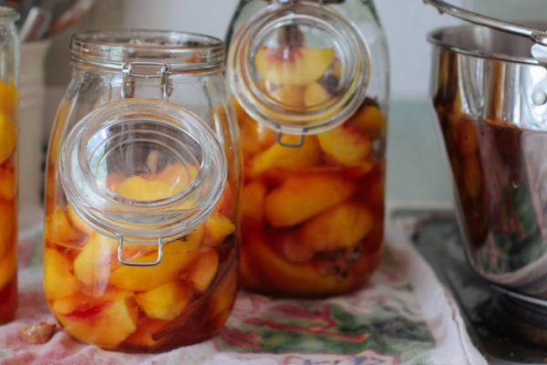 Spiced Pickled Peaches