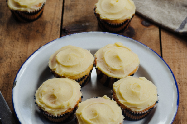 Vanilla cupcakes with Salted Honey Buttercream